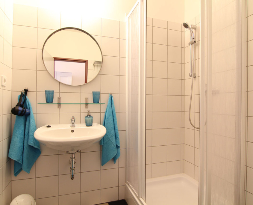 Guesthouse Goerlitz: ALBA - DZ-AS Bathroom